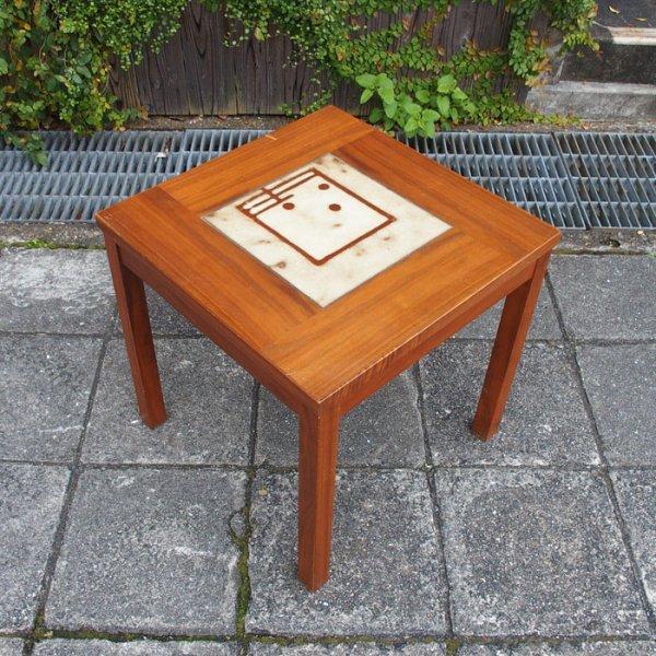 素朴な色使いが素敵なタイルテーブル Teak Tiletop Side Table