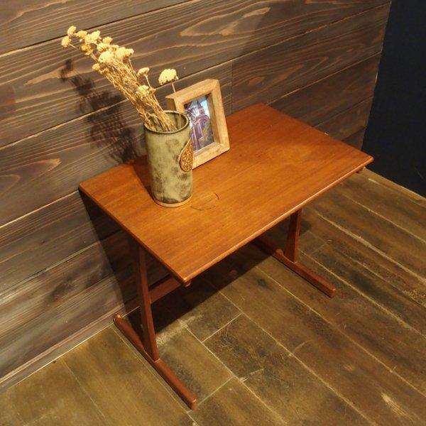 とても使いやすくお部屋になじみやすいデザイン・サイズ感◎ Teak Side Table