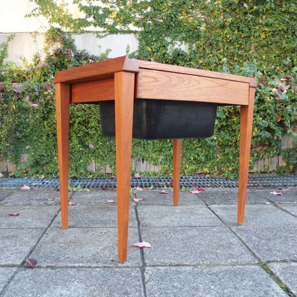 総チーク無垢。贅沢さを凝縮したソーイングテーブル。 Teak Sewing Table