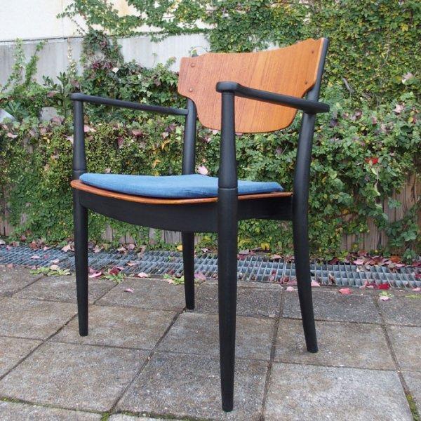 チーク×ブラックペイント。細部まで行き届いたデザインが素敵。 Teak Arm Chair