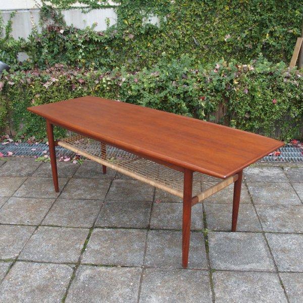 舟形天板。エッジの立ち上がりがきいたラタンシェルフ付きテーブル。 Teak Coffee Table
