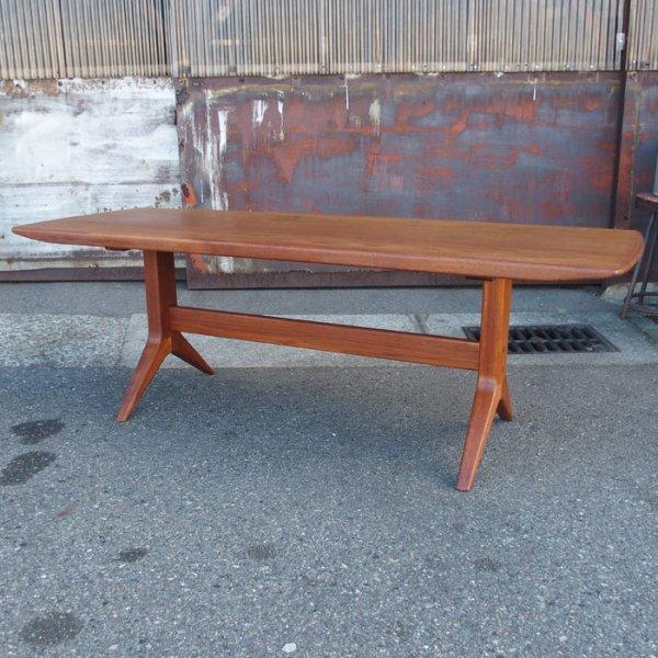 脚のデザイン必見!チークのハイエンドモデル。 Teak Coffee Table