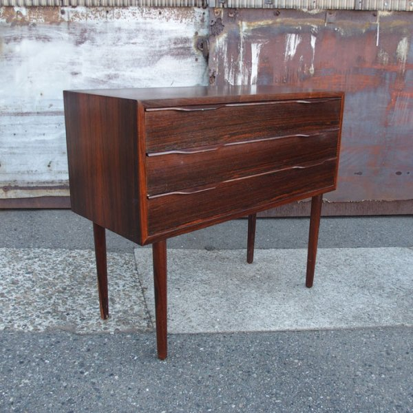 【SOLD OUT】ローズウッドの木目が美しい1台。 Rosewood Small Chest