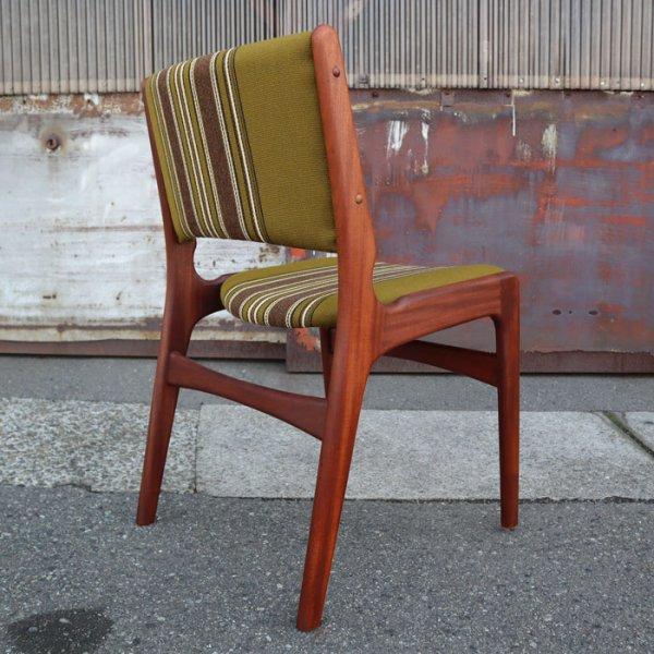 Henning Kjaernulfデザイン。広い背中にゆったり体を預けられる◎ Teak Dining Chair