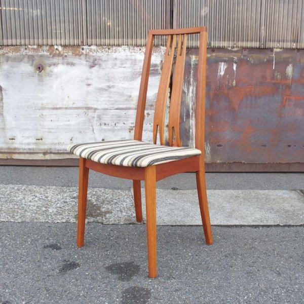 背骨のラインに添うようなハイバックダイニングチェア。 Teak Highback Dining Chair