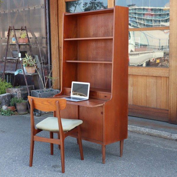 シェルフ+引き戸タイプのシンプル収納&スライド式作業台で使い勝手◎ Teak Bookcase Bureau