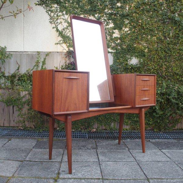Svante Skoghデザイン。インテリアとしても美しいドレッサー。 Teak Dresser