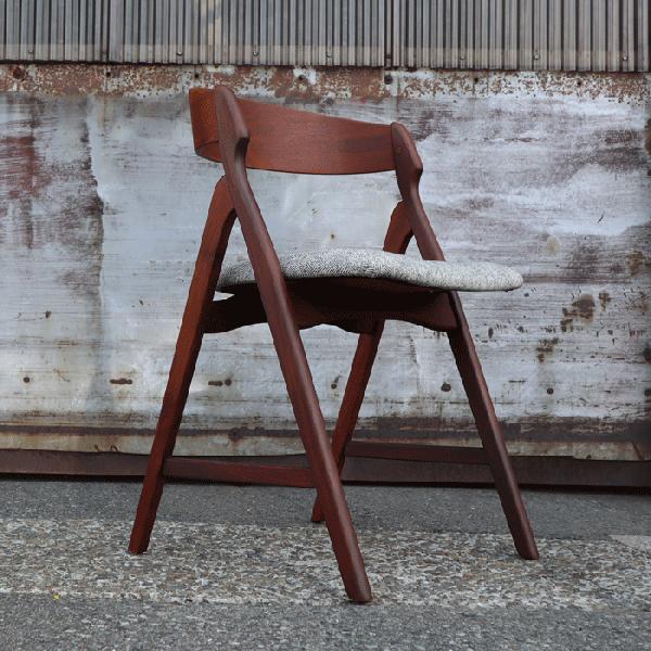 後ろ姿が素敵な1脚 Henning Kjaernulfデザイン Teak Half Arm Chair
