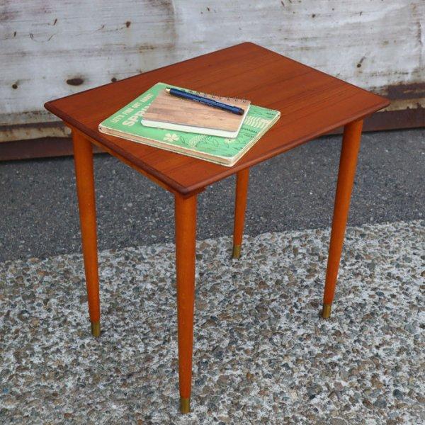 脚先の真鍮キャップがワンアクセント!軽やかなサイドテーブル。Teak×Beech Side Table