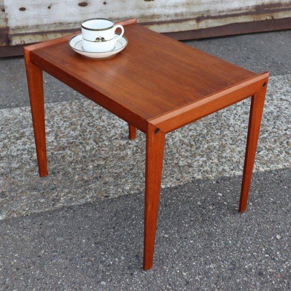 六角形の横付け脚、分厚い無垢の木口、見どころ満載! Teak Side Table