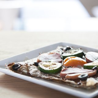 『LE COFFRET DE COEUR - 白金本店』スモーク鴨肉とズッキーニガレットプレート〜バルサミコソース添え〜