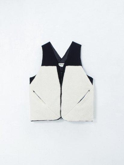 beta post/ insulation boa vest bag / bk×white