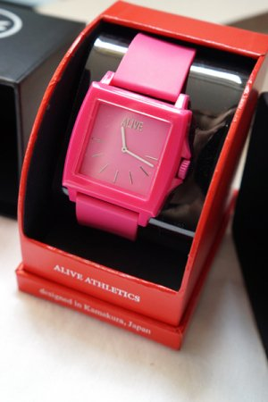 <img class='new_mark_img1' src='https://img.shop-pro.jp/img/new/icons20.gif' style='border:none;display:inline;margin:0px;padding:0px;width:auto;' />【セール】Alive Athletics Watch EASY (Magenta)