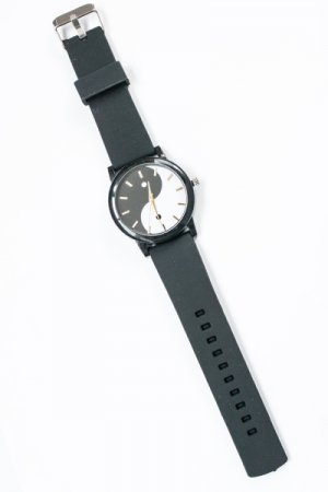 <img class='new_mark_img1' src='https://img.shop-pro.jp/img/new/icons20.gif' style='border:none;display:inline;margin:0px;padding:0px;width:auto;' />【セール】Yin And Yang Black Rubber Watch
