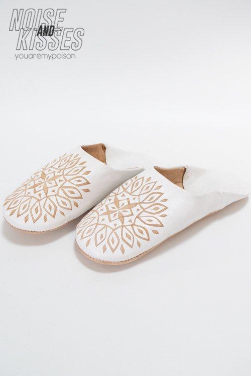 【7周年セール】彫り絵バブーシュ (White)