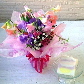 そのまま飾れる 春の花のスタンディングブーケとハンドメイドディッシュソープ