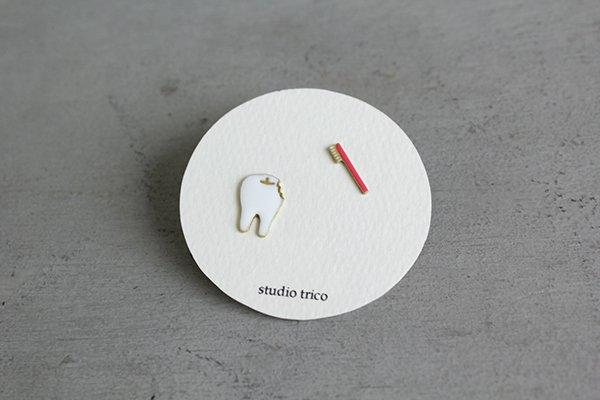 studio trico / ふるやともこ ピアス 歯と歯ブラシ(ピンク)