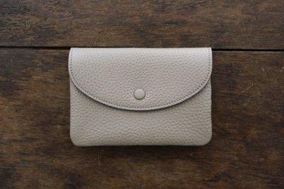 【再入荷】STUDIO LA CAUSE スタジオラコーズ  内縫いフラップ財布M・BEI
