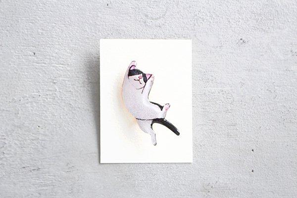 【再入荷】hiish ブローチ バンザイ猫のブローチ(ハチワレ黒) (51)