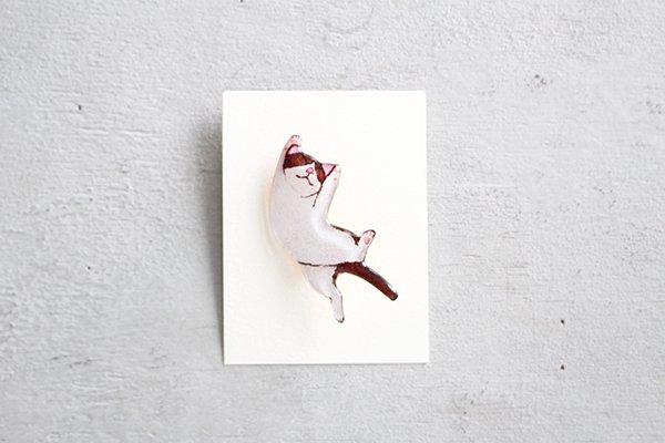 【再入荷】hiish ブローチ バンザイ猫のブローチ(ハチワレ茶) (52)