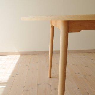 丸ダイニングテーブル4本脚(直径135cm)