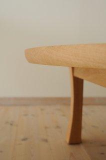 丸ローテーブルの脚の形