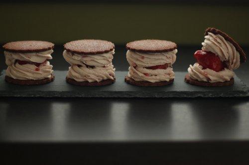 まるごと苺のバターサンド  有機カカオのクッキー