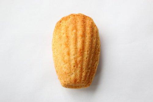 オーガニック オレンジリキュールがほのかに香るこだわりのプレーンマドレーヌ