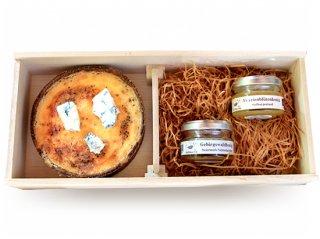 クワトロフロマッジョ(4種のチーズキッシュ)と季節のオーガニック蜂蜜