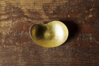 満月箔皿 五寸鎚目模様の勾玉皿