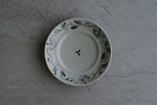 青瓷染付三方牡丹唐草文五寸リム皿