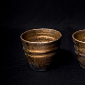 沖縄陶器やちむん 陶器のロックカップ/タンブラー/ゴールド&ブラック/1ケ 黒色[一点物の器]