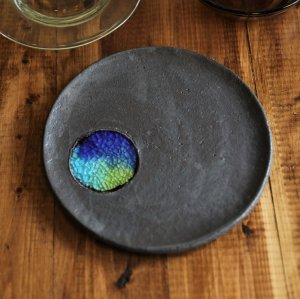 ブラック&琉球ガラスプレート 7寸皿/やちむん 予約販売