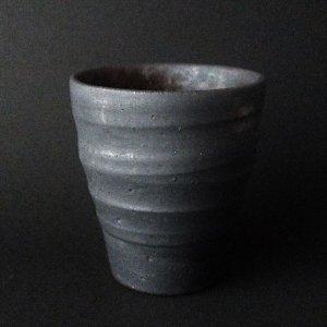 ぐい呑 酒器 沖縄陶器やちむん  ゴールド&ブラック 1ケ 黒色[一点物の器]NO-1
