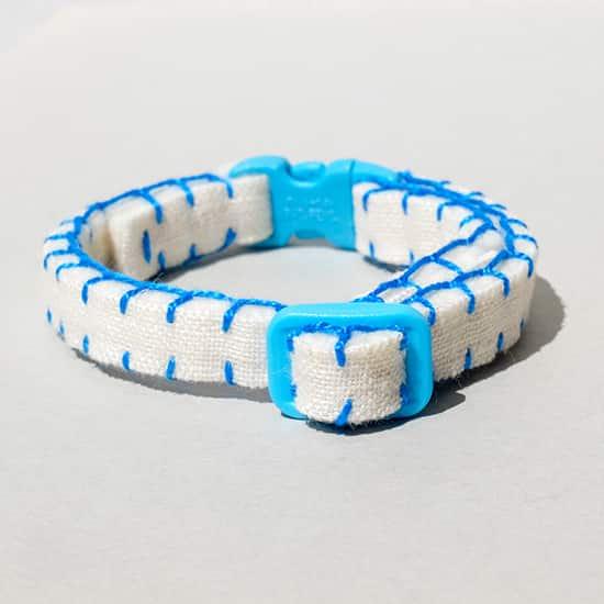 猫の首輪|青いリネン