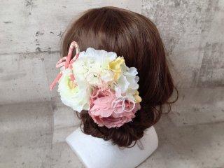 ふんわりピンクの和装髪飾り
