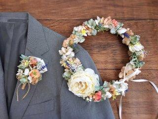 サーモンピンクとくすみグリーンの花冠&ブートニア2点セット