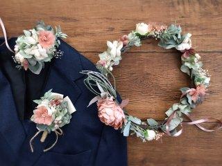 サーモンピンクのピオニーの花冠&リストブーケ&ブートニア3点セット