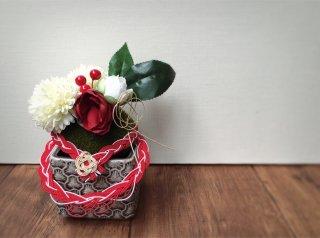 苔玉の正月飾り(鼠色)
