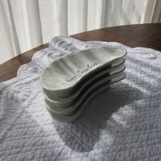 アンティーク レリーフの磁器小皿