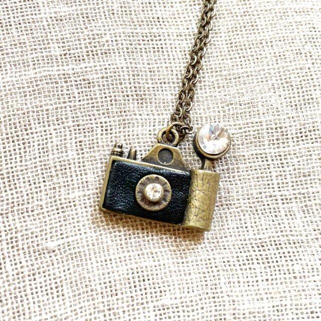 フラッシュカメラ(黒)モチーフのネックレス