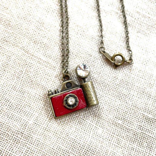 フラッシュカメラ(赤)モチーフのネックレス