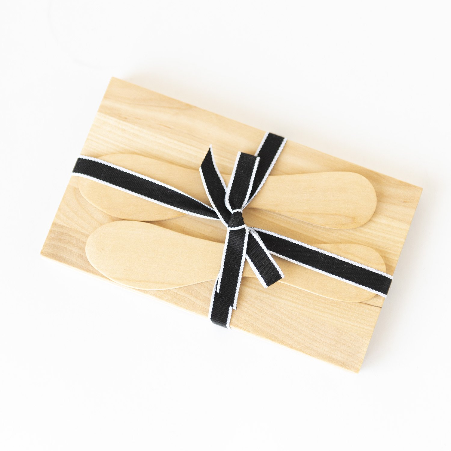 <img class='new_mark_img1' src='https://img.shop-pro.jp/img/new/icons3.gif' style='border:none;display:inline;margin:0px;padding:0px;width:auto;' />Wood Plate & Butter Knife 2個セット