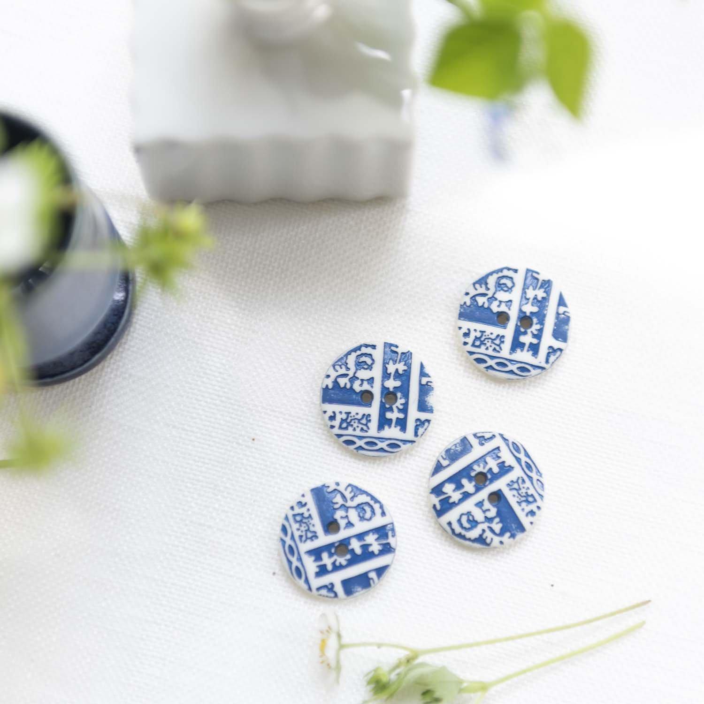 Vintage button blue / white