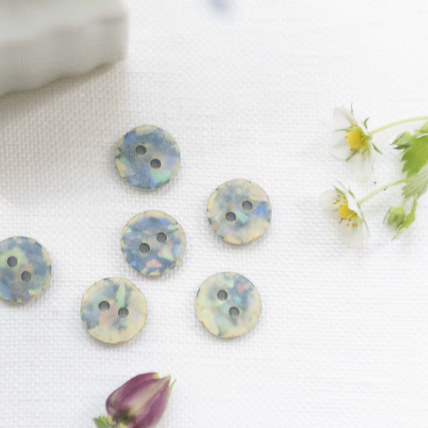 Vintage button blue with gritters