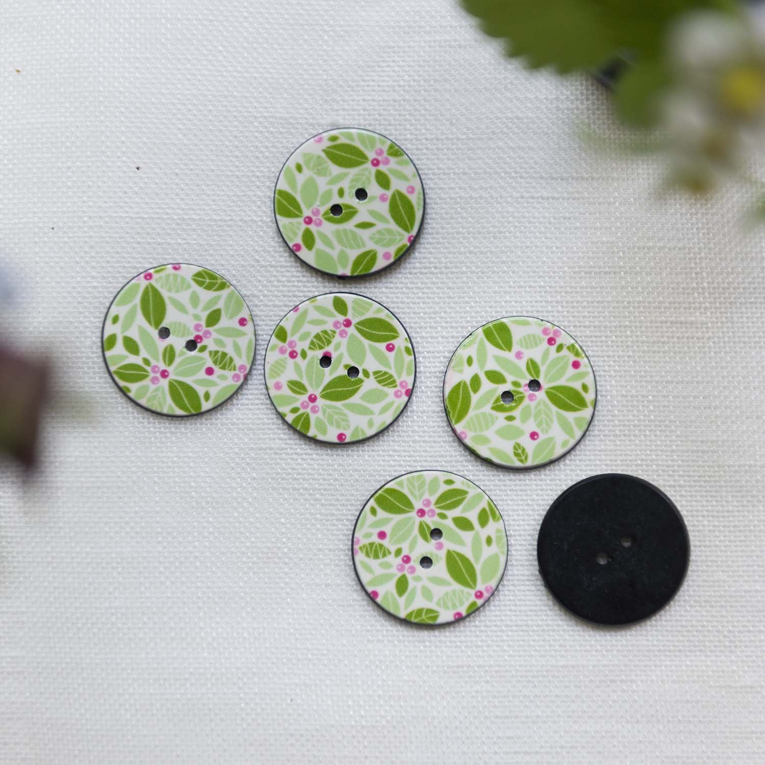 Vintage button  leaves & berries
