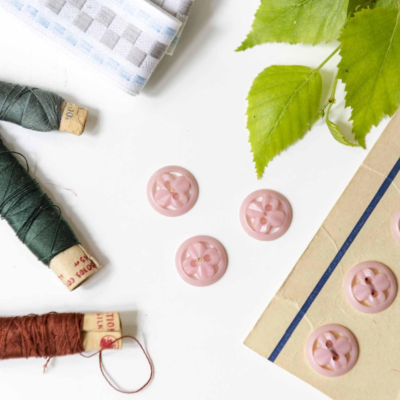 Vintage 1940s soft pink buttons 6set