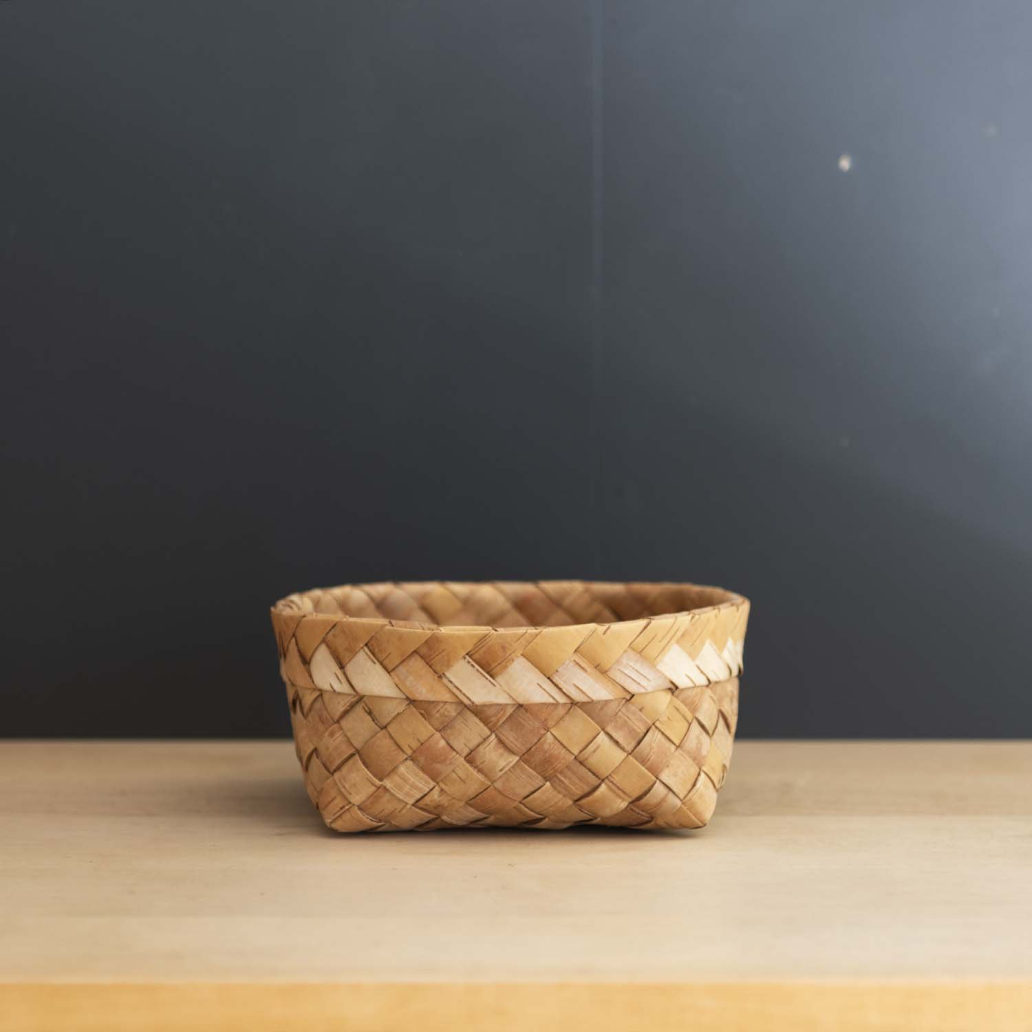 <img class='new_mark_img1' src='https://img.shop-pro.jp/img/new/icons3.gif' style='border:none;display:inline;margin:0px;padding:0px;width:auto;' />Birch Bark Handwoven Basket Large
