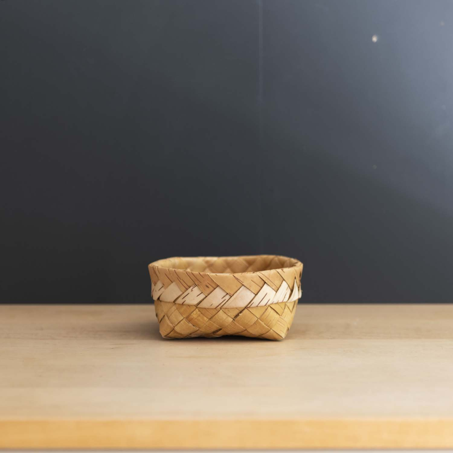 <img class='new_mark_img1' src='https://img.shop-pro.jp/img/new/icons3.gif' style='border:none;display:inline;margin:0px;padding:0px;width:auto;' />Birch Bark Handwoven Basket Small