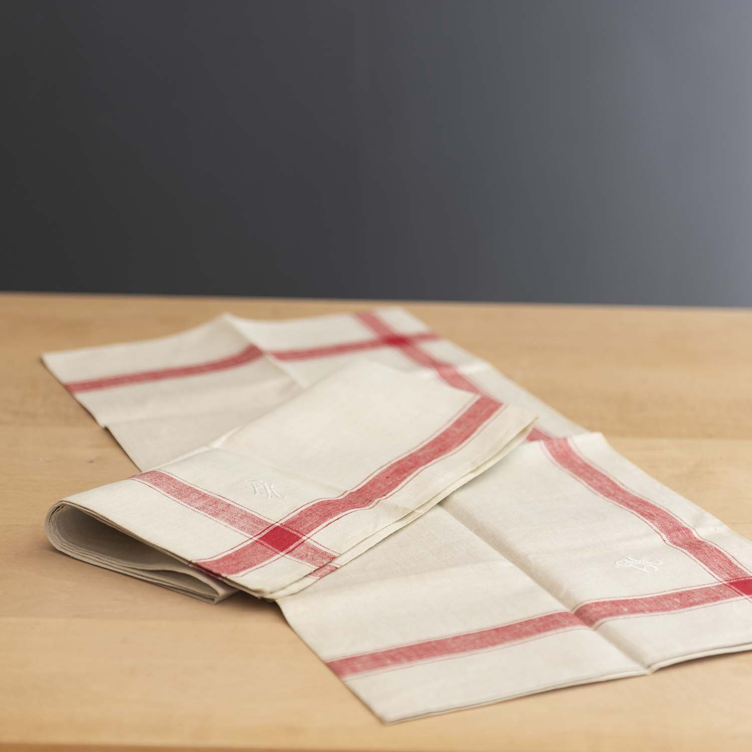 <img class='new_mark_img1' src='https://img.shop-pro.jp/img/new/icons3.gif' style='border:none;display:inline;margin:0px;padding:0px;width:auto;' />Vintage Linen Kitchen Towel